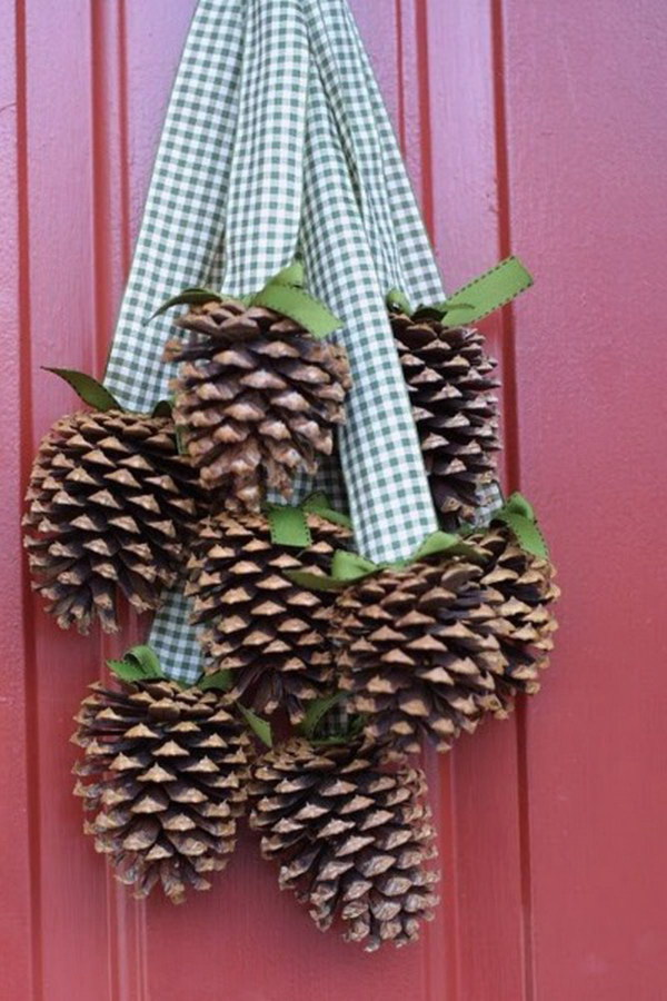 Pinecone Christmas Door Hanger.