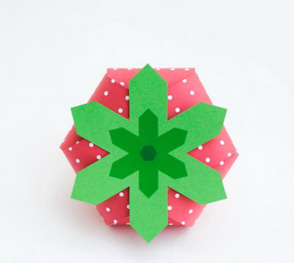 Strawberry Gift Box. Get the tutorial
