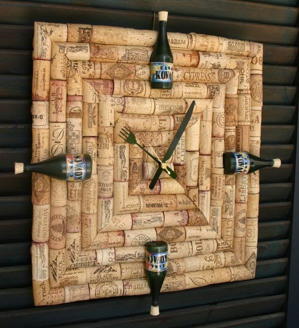 Wine Cork Clock. Get the tutorial