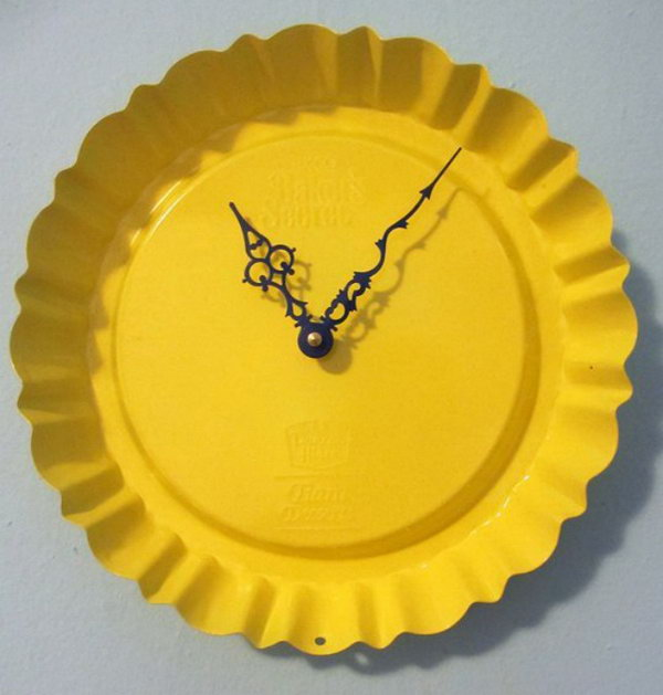 Pie Pan Clock. Get the instructions