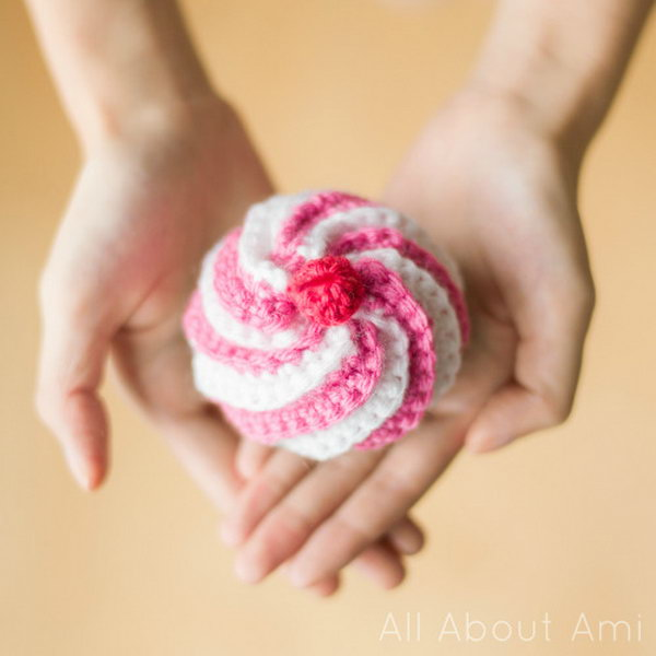 Cute Crocheted Swirly Cupcake. Easy, Cute, and playful! This crocheted swirly cupcake is perfect for pretend play or as a pin cushion!