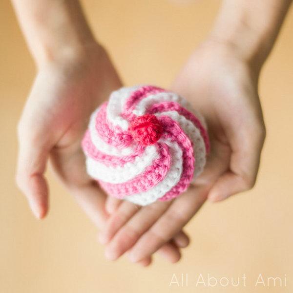 Cute Crocheted Swirly Cupcake. Easy, Cute, and playful! This crocheted swirly cupcake is perfect for pretend play or as a pin cushion!