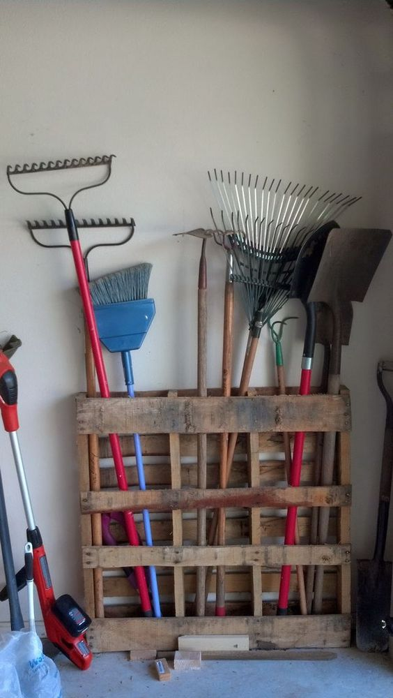 15 Minutes Pallet Project: Long Handled Garage Tools Storage. Check out the tutorial