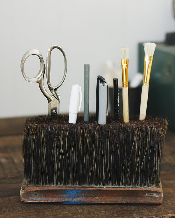 Broom Head Desk Caddy.