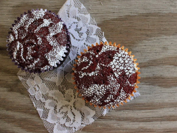 Lace Stenciled Cupcakes.