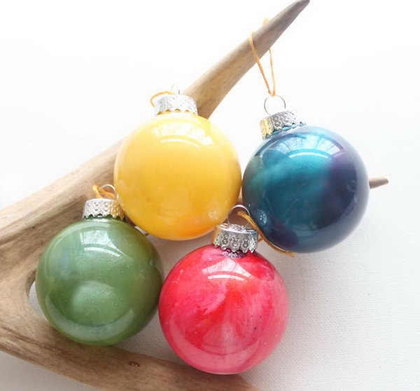 DIY Decorative Anthropologie Marbled Glass Ornaments with Nail Polish