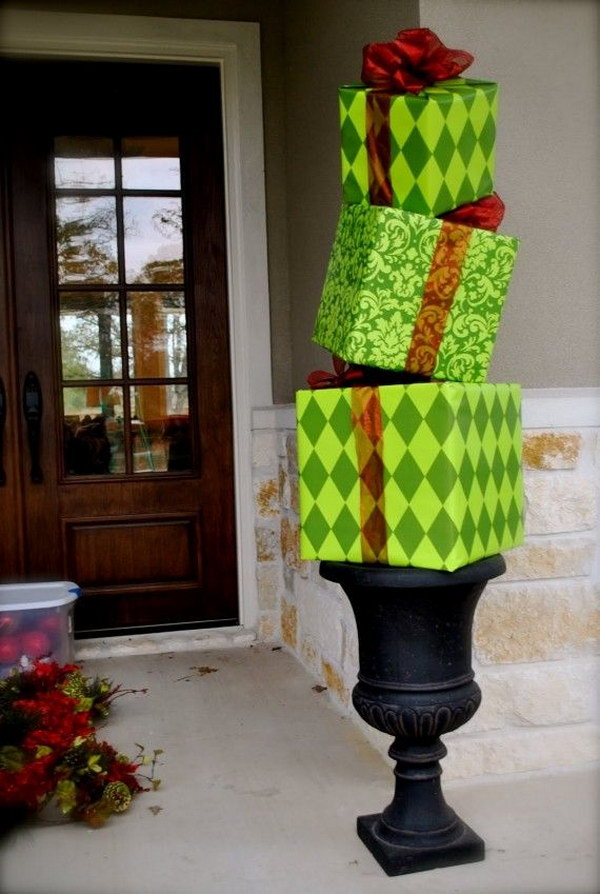 DIY Eye-catching Christmas Topiaries