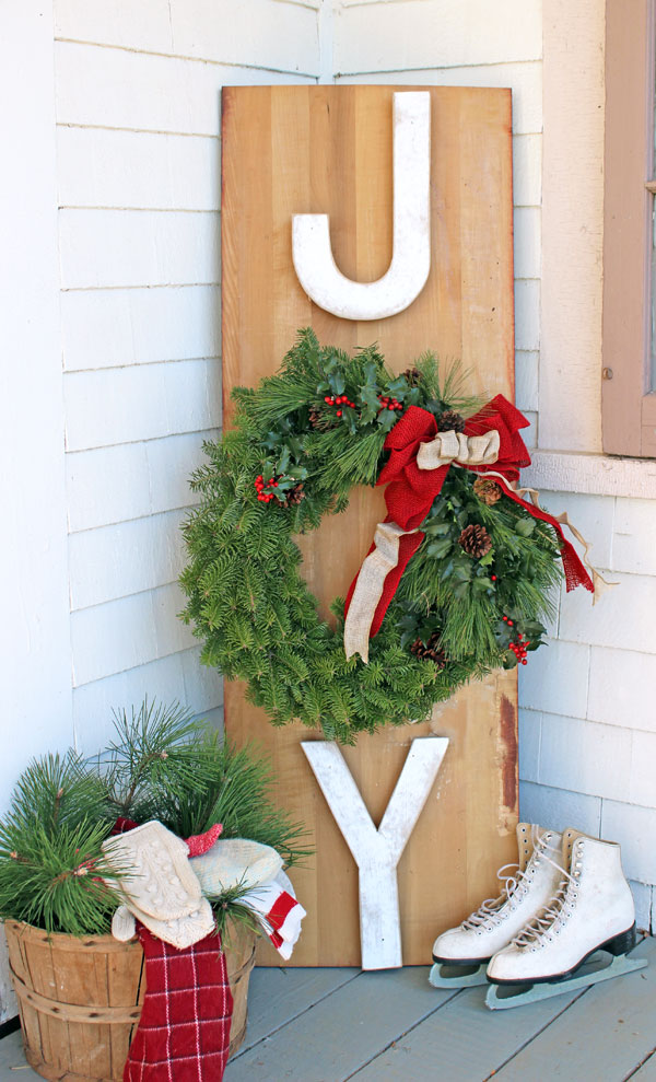 DIY Joy Sign Outdoor Wreath