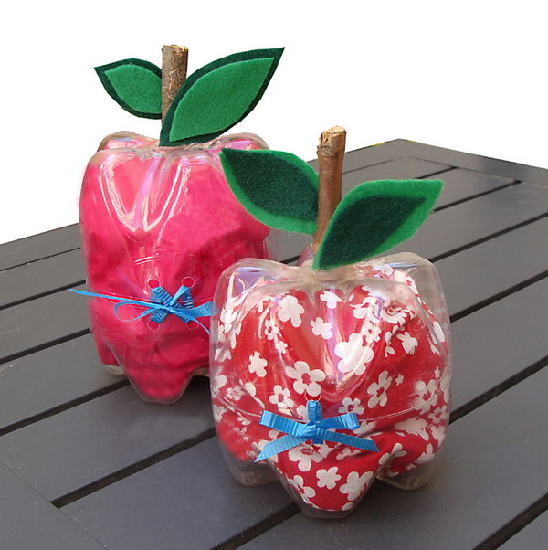 Plastic Bottle Apple Containers. These would make lovely containers for a teacher appreciation day gift! Tutorial via