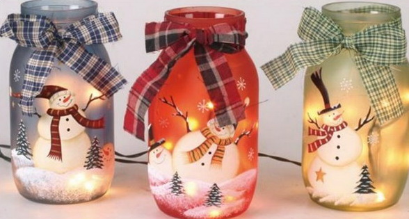 DIY Snowman Mason Jars for the Holiday Season.