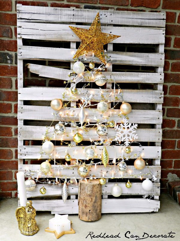 Lighted Pallet Christmas Tree.