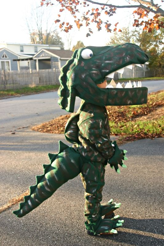 20 homemade dinosaur costumes for halloween homemade dinosaur halloween costume solutioingenieria Choice Image